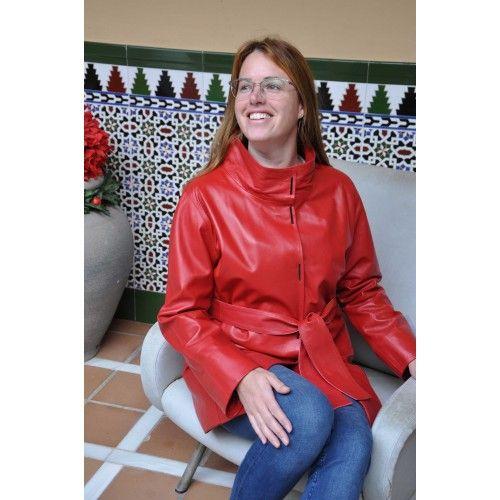 Abrigo largo de piel con bolsillos, cuello clásico y cierre de botones Zerimar - 1